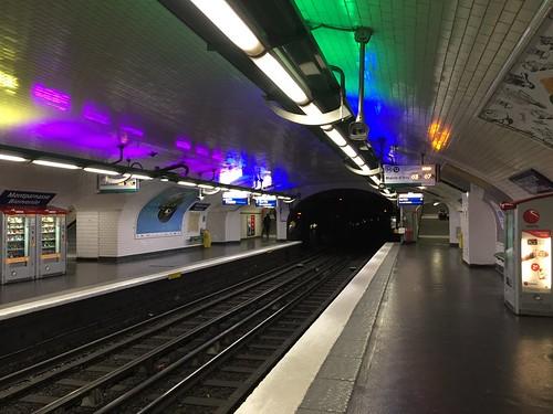 Metro Paris station Montparnasse-Bienvenue ligne 12