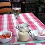 "Eierlikörcreme, Joghurt-Erdbeereis und gewürzte Erdbeeren / 2013 Asti Spumante ""Bel Piasi"", Cascina Fonda, Piemont, Italien"