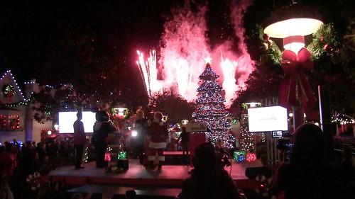 Interview: Jenna Elfman at LEGOLAND California Tree Lighting 2015 1