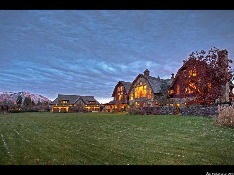 Красивый дом у озера в Юте