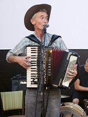 diatonic button accordion(0.0), button accordion(0.0), wind instrument(0.0), accordion(1.0), percussion(1.0), folk instrument(1.0), garmon(1.0),