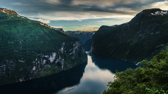 Sunset in Geirangerfjord - Geiranger, Norway - Landscape photography