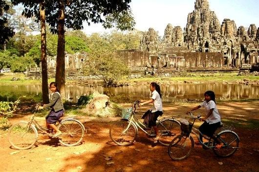 Campuchia chào đón du khách với Angkor Wat hùng vĩ, biển Sihanouk tuyệt đẹp, thủ đô Phnom Penh sôi động.... Với đa số du khách, trải nghiệm lý thú nhất tại đất nước này là những món ngon được chế biến từ nguyên liệu đánh bắt trong tự nhiên. Ảnh: Đặng Sinh.