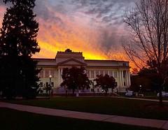 Early-morning class perk: 🌄 📷: @vanboerum  #UofU #universityofutah #UtahSunrise #Usunrise #utahisrad #ParkBuilding