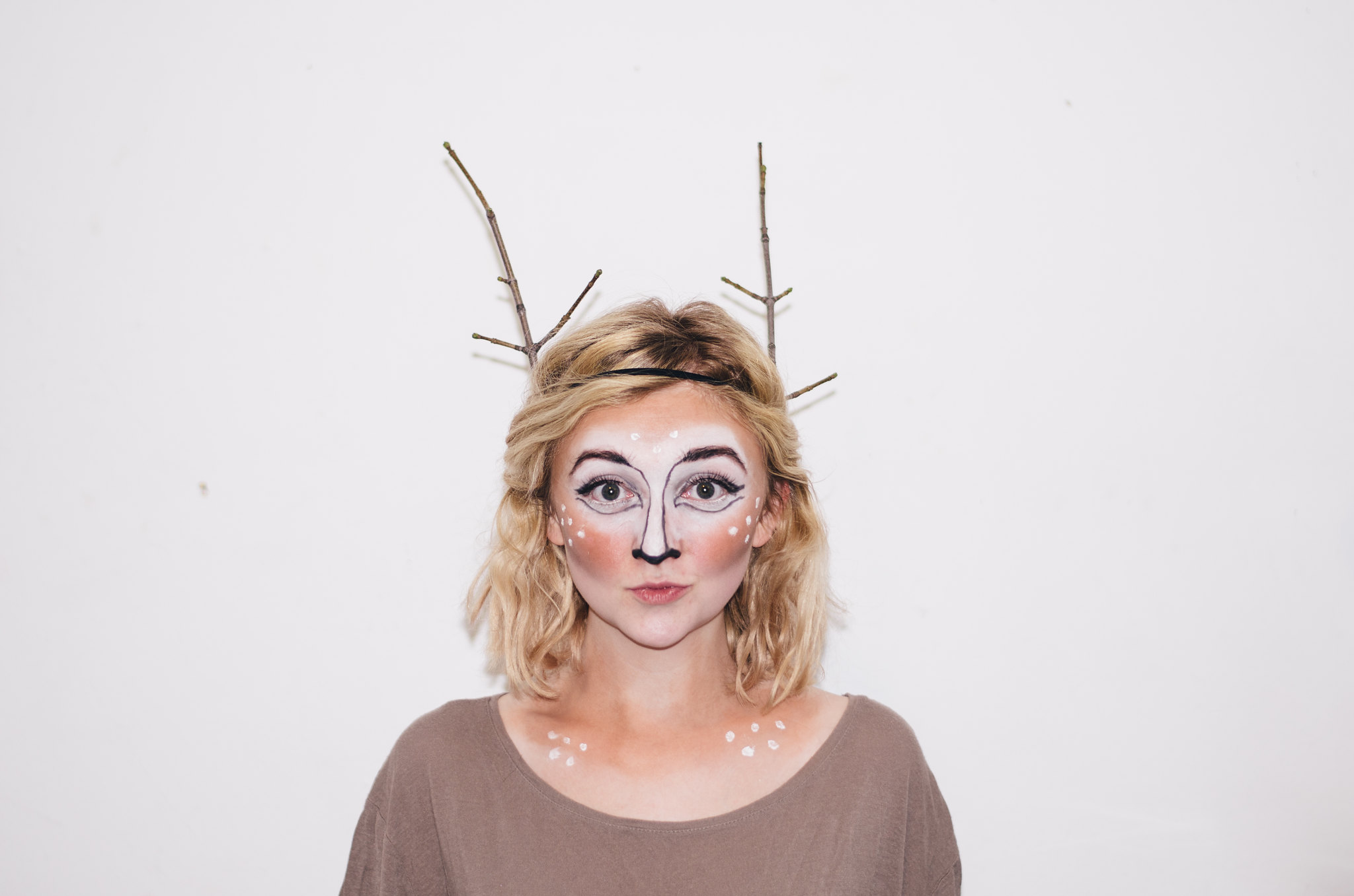 Deer Costume Makeup Tutorial on juliettelaura.blogspot.com  sc 1 st  Juliette Laura & OH Deer! Deer in Headlights Couple Costume for Halloween | Juliette ...