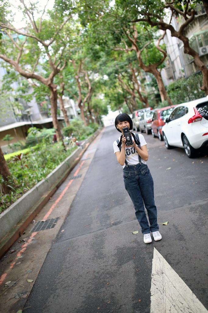 富錦街 359 巷 民生社區 2015/11/21 好像有點久沒有拍直立的人像,其實我比較喜歡直立的構圖!  Canon 6D Sigma 35mm F1.4 DG HSM Art IMG_9541 Photo by Toomore