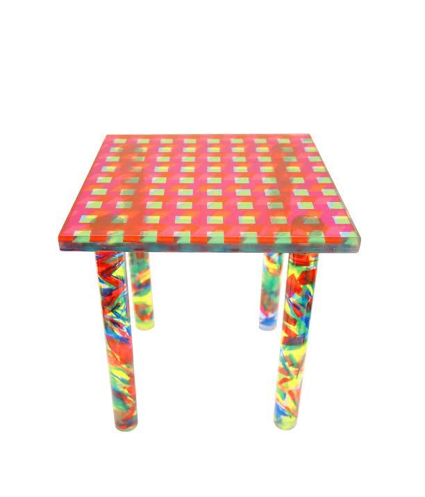 Dusen Dusen Plexiglass table