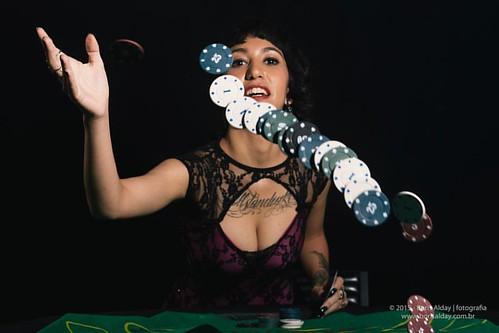 Vamos jogar poker?  Modelo: @jullyleandro   #boris_eliecer #escritadaluz #vinarmc #strobist #nophotoshop #nikon #nikonbr #nikontop #nikond600 #nikonphotography #nikonofficials #nikon_owners #nikon_dslr_users #retrato #retratofeminino #nikon_portrait #port