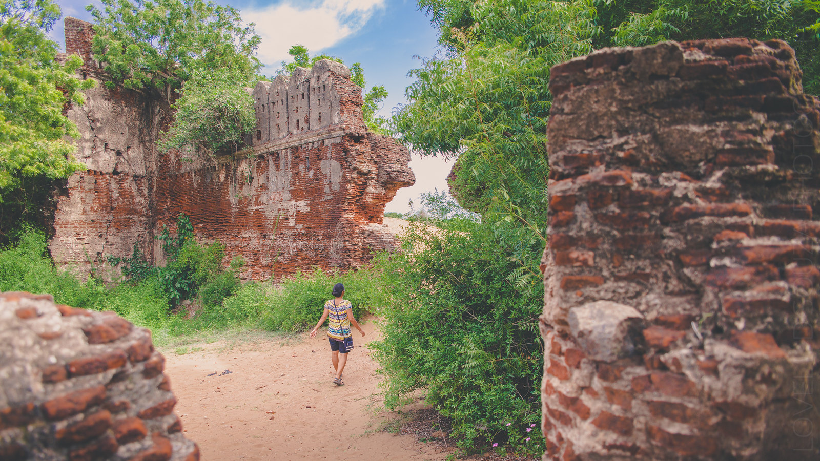 On the ruins of Alamparai Fort & the beauty of forgotten places
