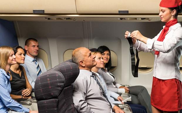 Các hành khách được yêu cầu thắt dây an toàn khi có đèn tín hiệu. Ảnh: Telegraph.
