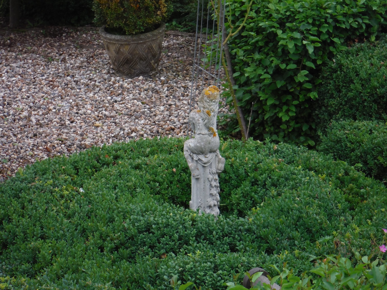 Garden Sculpture (Chandler's Lane) SWC Walk 164 Roydon to Sawbridgeworth via Henry Moore Foundation