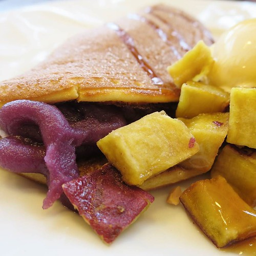 【PR】coneccの企画でデニーズの『紫芋のどらパンオムレット』を食べに来ましたよ、と。秋っぽい味、ぺろり、と。 #デニーズ #スイーツ #パンケーキ #japanesesweets #食欲の秋