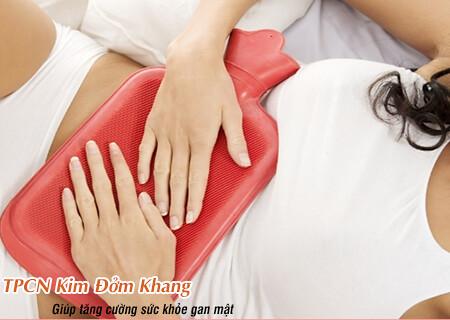 Chườm túi giữ nhiệt giúp giảm đau do sỏi mật