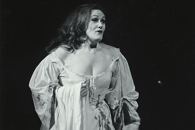 Joan Sutherland as Lucia in the Covent Garden Opera Company production of Lucia di Lammermoor © Royal Opera House, 1959