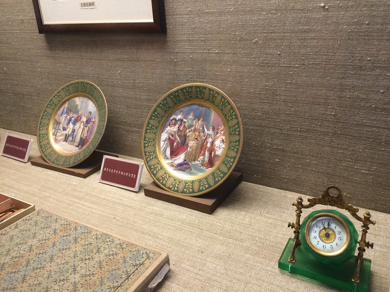 Coronation of Napoleon III on a Plate at the Forbidden Palace.