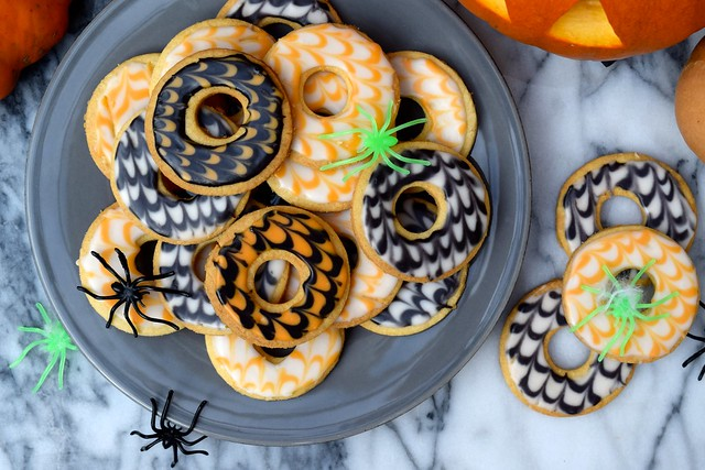 Homemade Halloween Party Rings | www.rachelphipps.com @rachelphipps