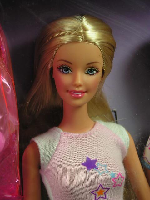 2003 Barbie Pajama Fun Tote Barbie & Skipper B2774 (2)