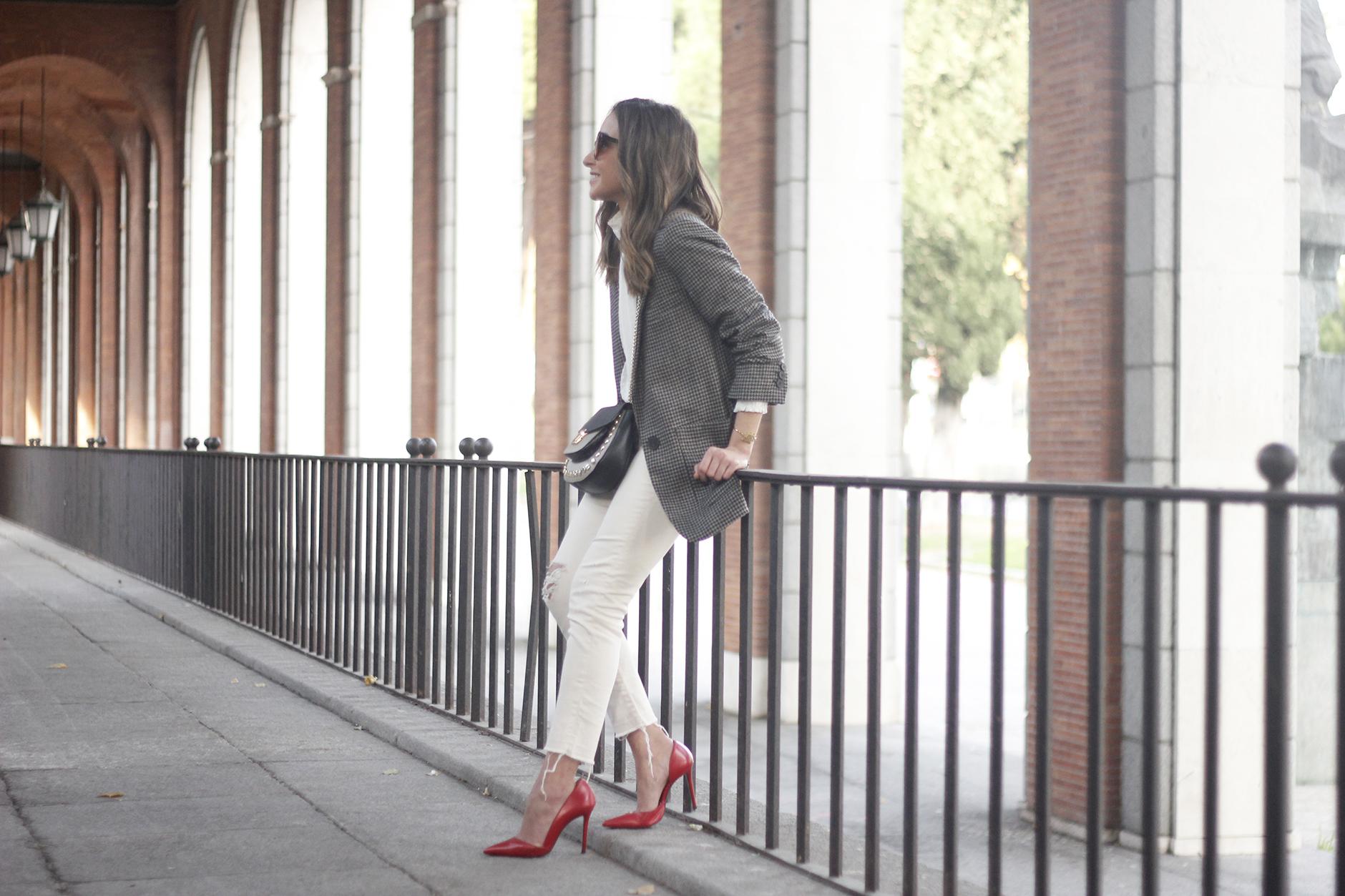 Plumeti blouse houndstooth blazer white jeans outfit style streetstyle07