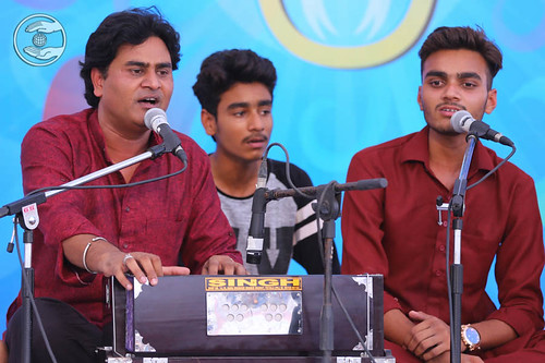 Devotional song by Surinder Khan and Saathi from Chandigarh