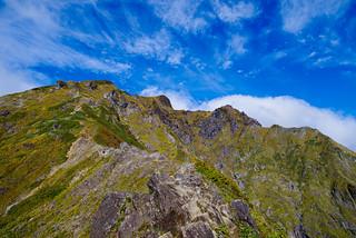 西黒尾根中腹より・・・山頂の雲が吹き払われた