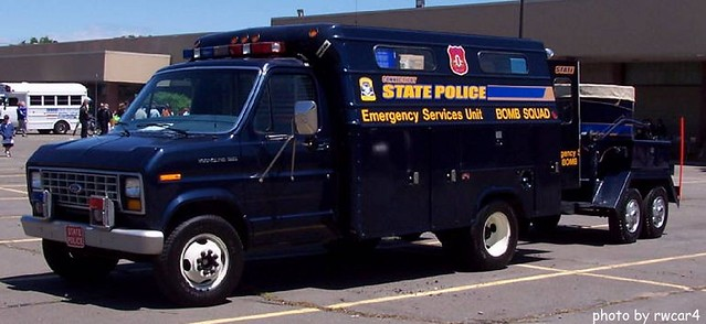 Connecticut State Police - Bomb Squad - Ford E-Series Truck (1) 2005 photo