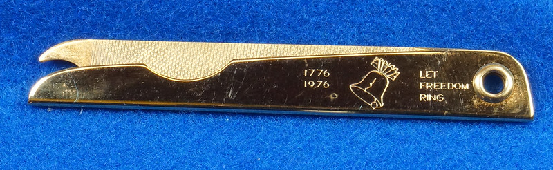 RD14785 Vintage 1976 Liberty Bell Let Freedom Ring Gold Tone Nail File by Bassett USA DSC06659