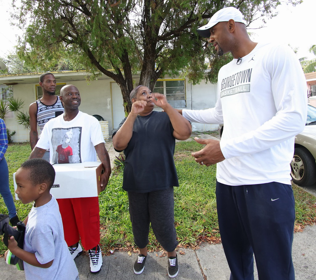 Overtown Youth Center Thanksgiving with Alonzo and Tracy Mourning 2016  030