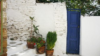 andros_batsi_blue_door