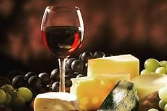 """""""Vinhos são como os homens: com o tempo, os maus azedam e os bons apuram""""   * Cícero #BlogAuroradeCinemafrases #vinhos #homens #tempo #frases #reflexāo # #pensamentos #aroradecinema"""