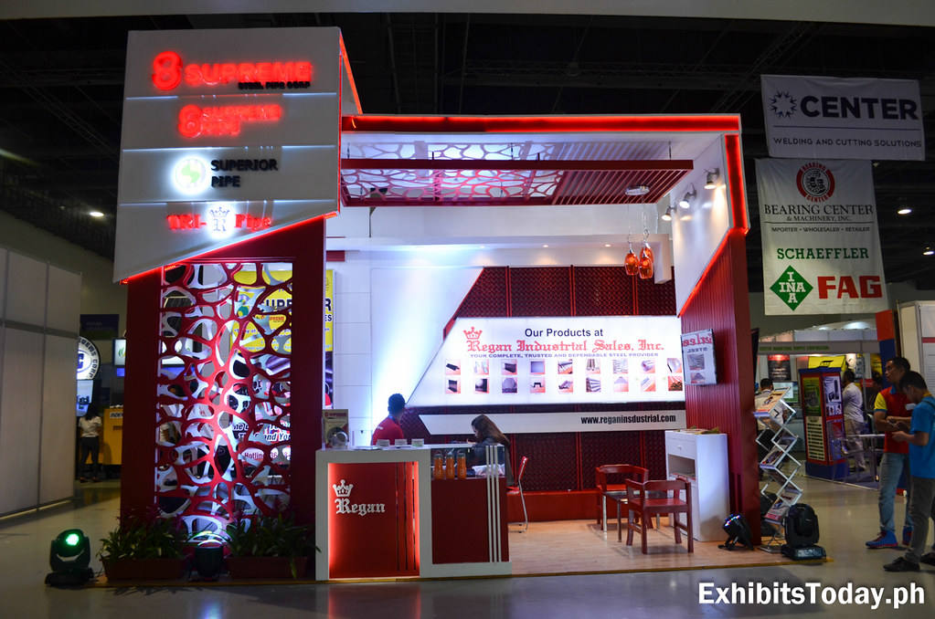8 Supreme Exhibit Stand