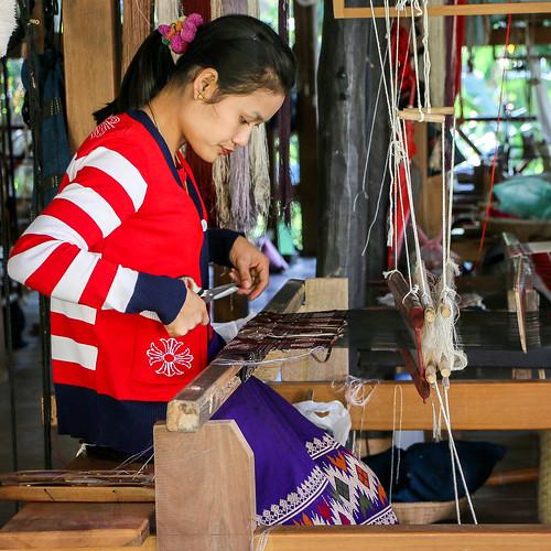 A woman weaving by traditional style, Luang Prabang, laos ルアンパバーン、機織りをする女性
