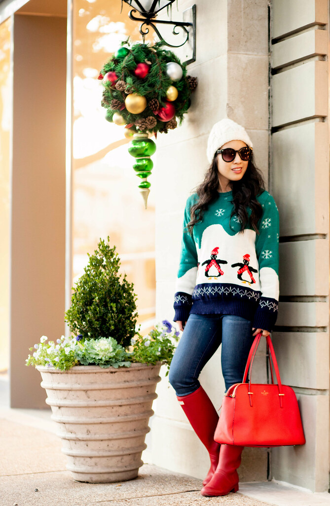 cute & little blog | petite fashion | christmas holiday sweater, paige verdugo jeans, hunter original tour rain boots, kate spade red tote, pom beanie | winter outfit