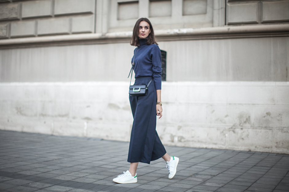 turtleneck-culottes-sneakers-outfit-street-style