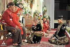 Sungkeman. Indonesian Javanese wedding ceremony. Wedding photo for @dianps03 & @alee_gethoo. Wedding day at GSP UGM Yogyakarta. Wedding photo by @poetrafoto, http://wedding.poetrafoto.com 👍😊😍