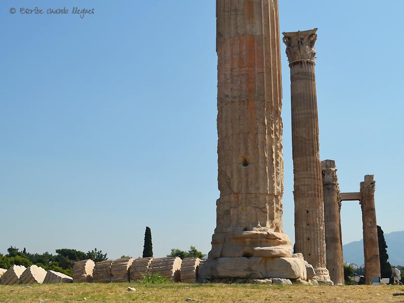 Primer plano de una de las 15 columnas que aun quedan en pie del Templo de Zeus Olímpico