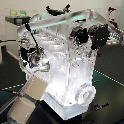 透明なエンジン。模型な。