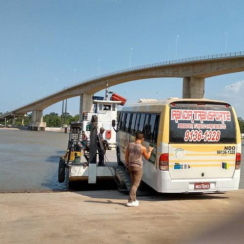 Movimento na ponte inacabada do rio Matapi.