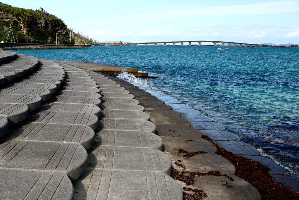 沖繩 阿摩美久之墓