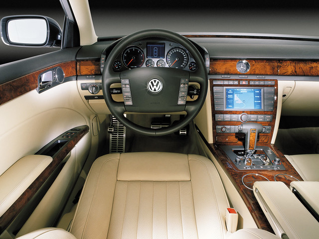 Фото салона Volkswagen Phaeton V10 TDI. 2002 – 2007 годы