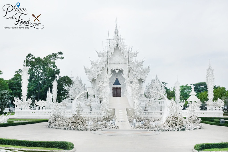 chiang rai white temple wide shot