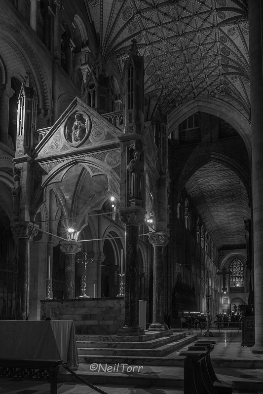 2016-10-18 Pboro Cathedral Candles 028 copy ul b+w sig