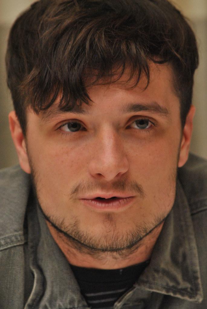 Джош Хатчерсон — Пресс-конференция «Голодные игры» 2015 – 42