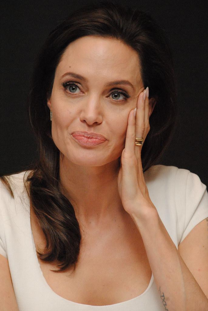 Анджелина Джоли — Пресс-конференция «Несломленный» 2014 – 89