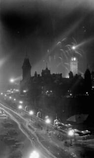 Jubilee celebrations, illuminated Parliament Buildings, Ottawa, July 1927 / L'édifice du Parlement est illuminé à l'occasion des célébrations du jubilé, à Ottawa, en juillet 1927