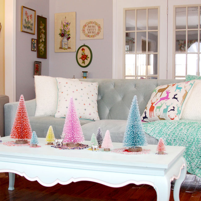 Colorful-Christmas-Living-Room-Display