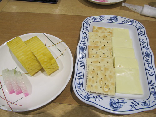 京都競馬場のチーズクラッカーとだし巻