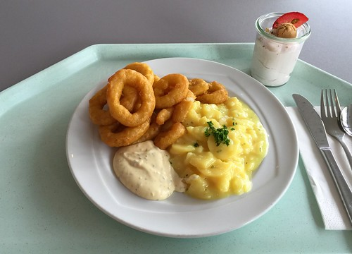 Baked Calamari with potato salad & remoulade / Gebackene Calamari mit Kartoffelsalat & Remoulade