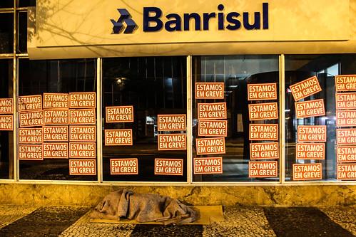 Agências bancárias na madrugada