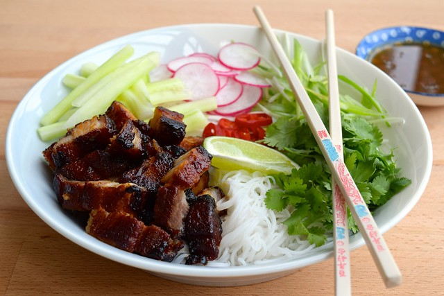 Korean Pork Belly Bun Bowl | www.rachelphipps.com @rachelphipps