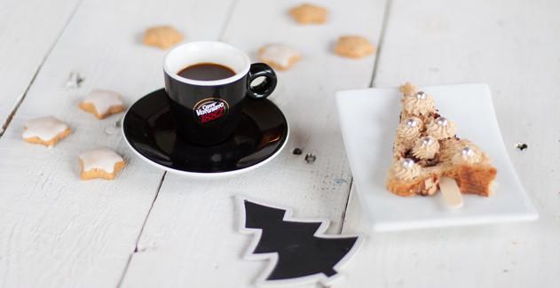 Alberi di panettone con ganache al cappuccino e cioccolato bianco